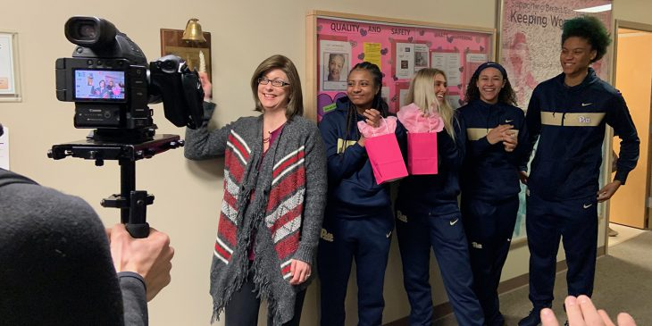 Pitt Women's Basketball Team Visits UPMC Hillman Cancer Patients