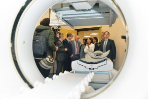 Leaders from ISMETT and the Region of Sicily view the hospital's new imaging laboratory.